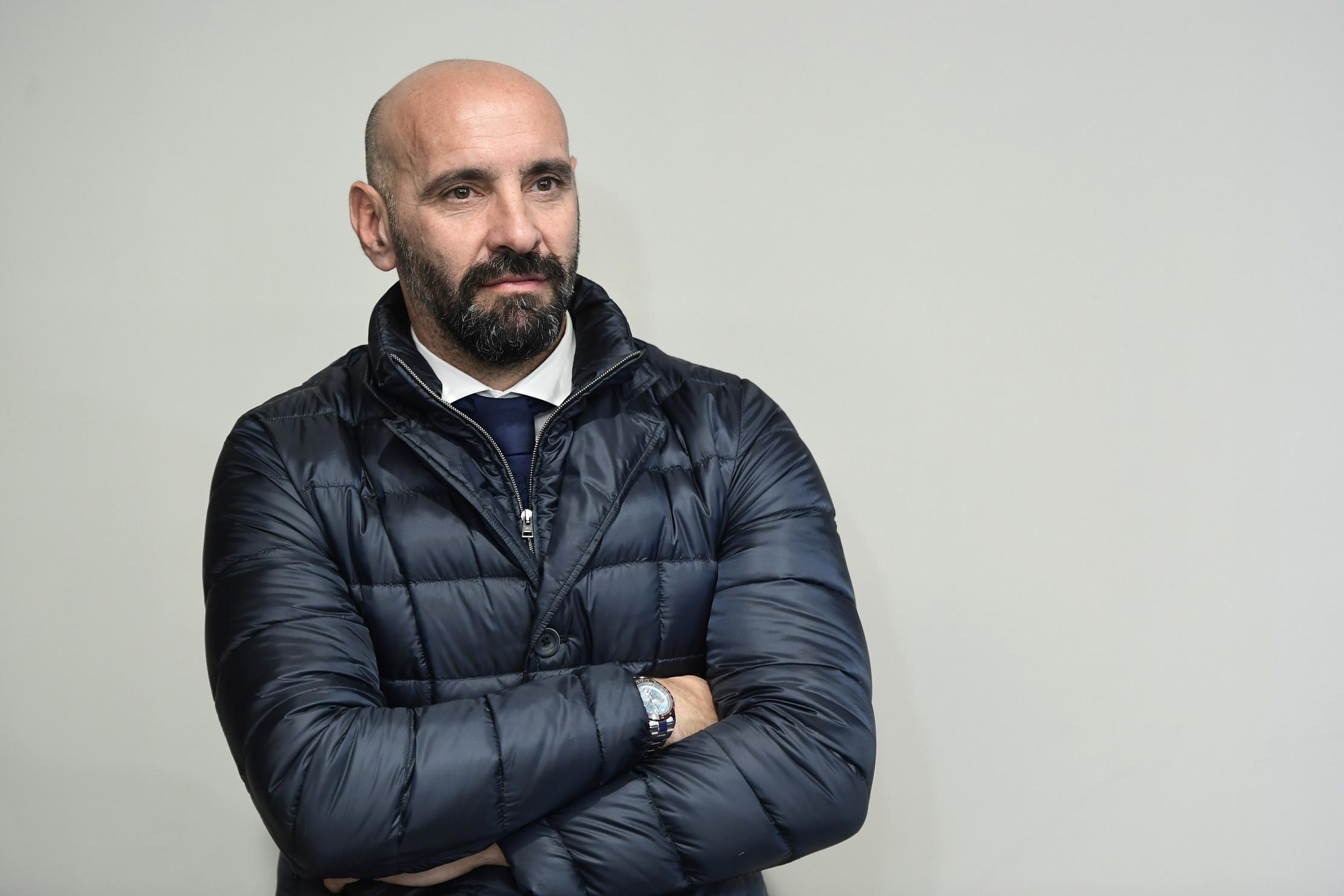 Negli ottavi di Europa League la Roma sfiderà il Siviglia dell'ex Monchi, che nella Capitale ha trascorso due anni caratterizzati dal alti e bassi: dalla semifinale Champions alle cessioni pesanti che hanno incendiato la piazza. Due anni e 20 giocatori, ecco tutti gli uomini che lo spagnolo ha portato a Roma...
