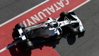 Verstappen bluffa e lascia a Bottas il primato. Leclerc 4°