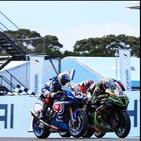 Superbike, gara-1 Phillip Island: Razgatlioglu vince in volata, ritiro per Rea