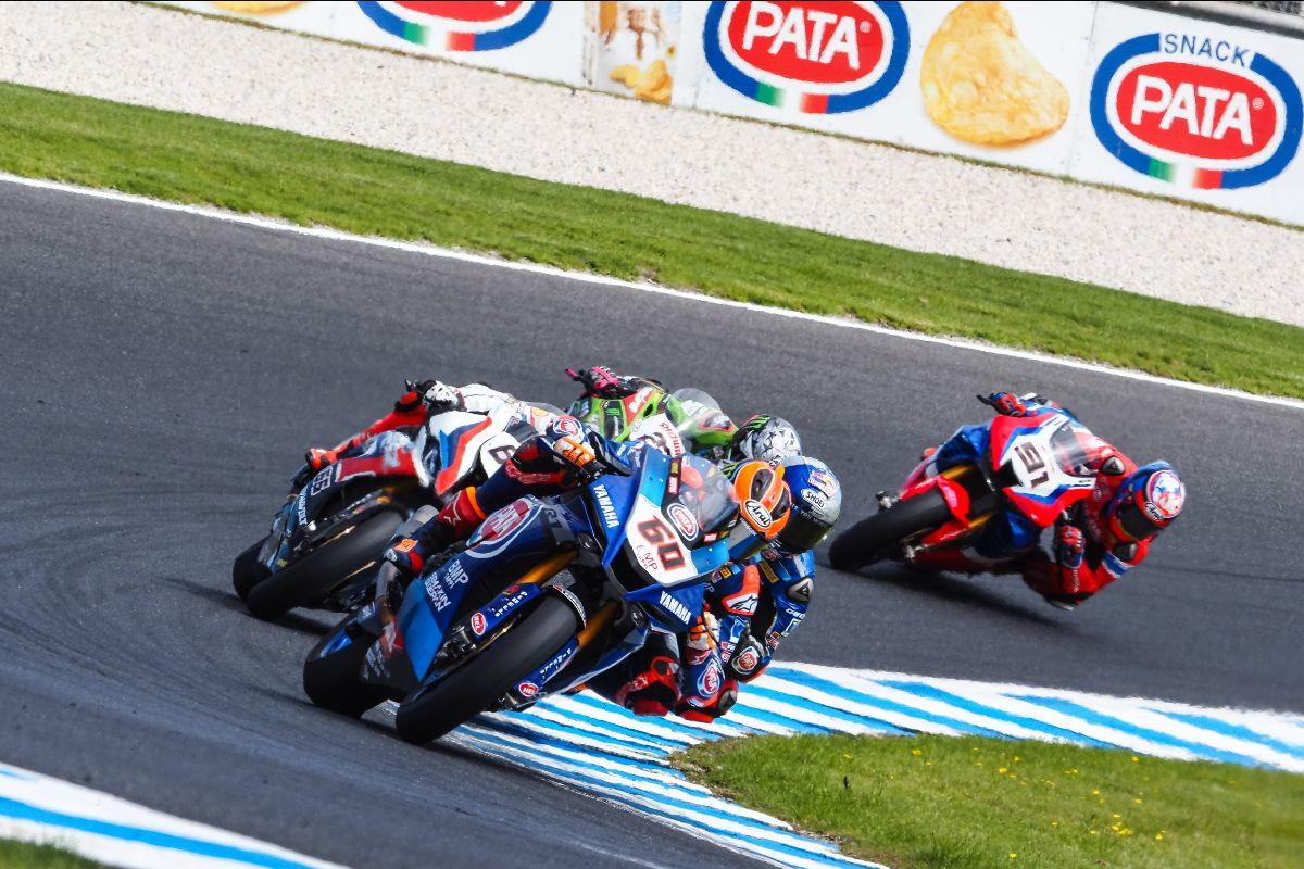 Il turco vince in volata gara-1 a Phillip Island, mentre Rea cade e la Ducati sale sul podio con Redding