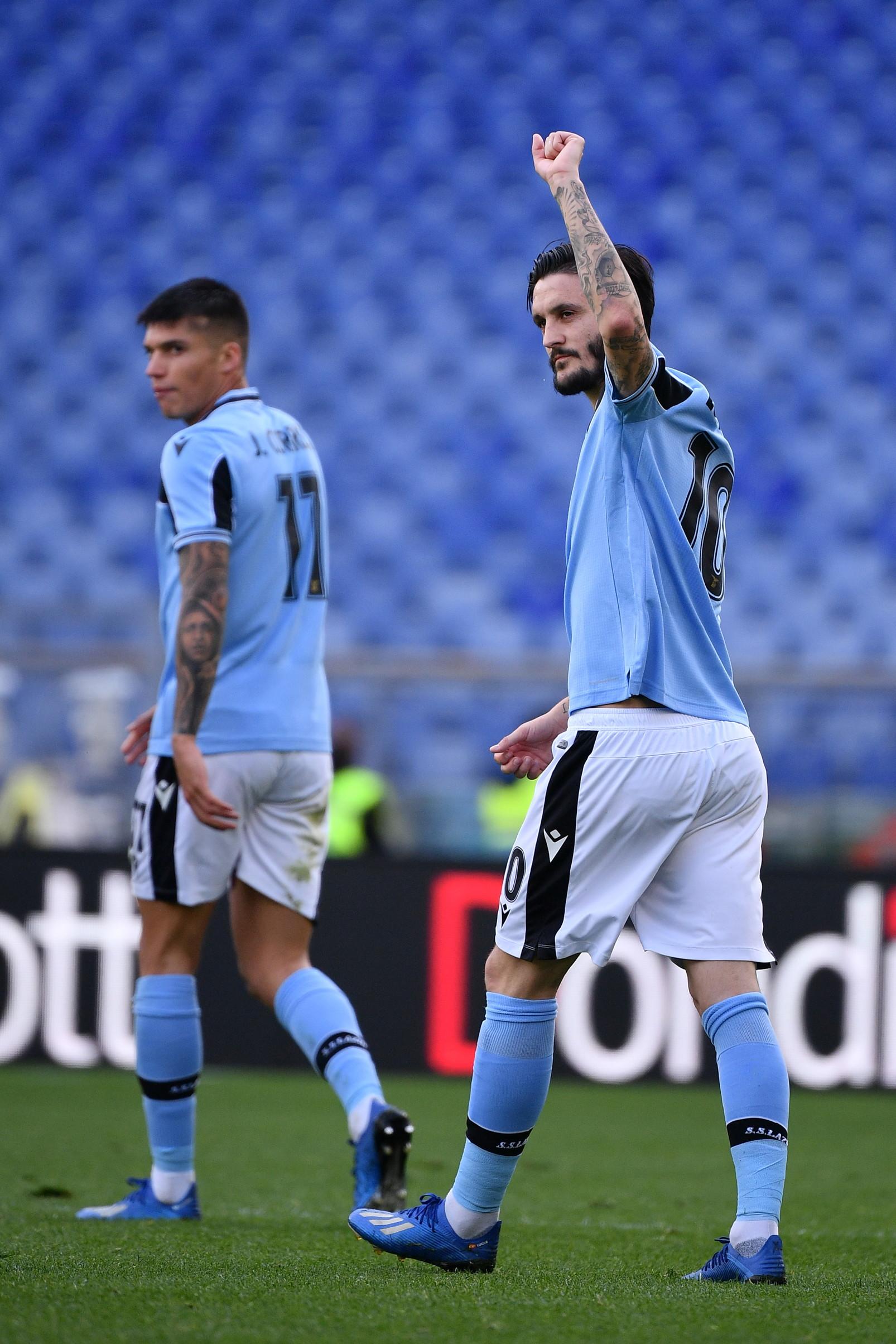 All'Olimpico la Lazio batte 2-0 il Bologna e vola in vetta alla classifica, evento che non si verificava a questo punto del campionato da 21 anni.