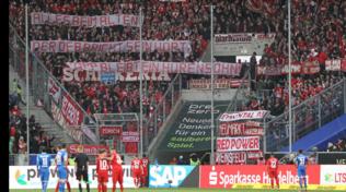 Incredibile Bayern: gara interrotta per striscione contro il patron dell'Hoffenheim