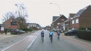 Il treno ferma i fuggitivi alla Omloop Het Nieuwsblad