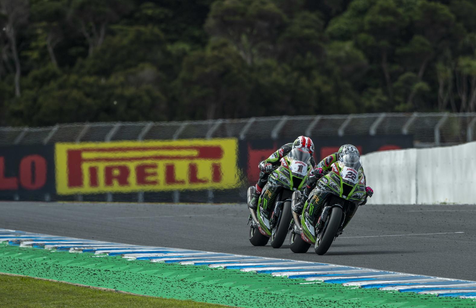 Lowes e Rea grandi protagonisti in Australia&nbsp;nella superpole race e nella gara-2 del Mondiale Superbike.<br /><br />