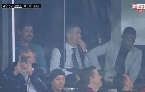 L'attaccante della Juve in tribuna per Real-Barcellona.