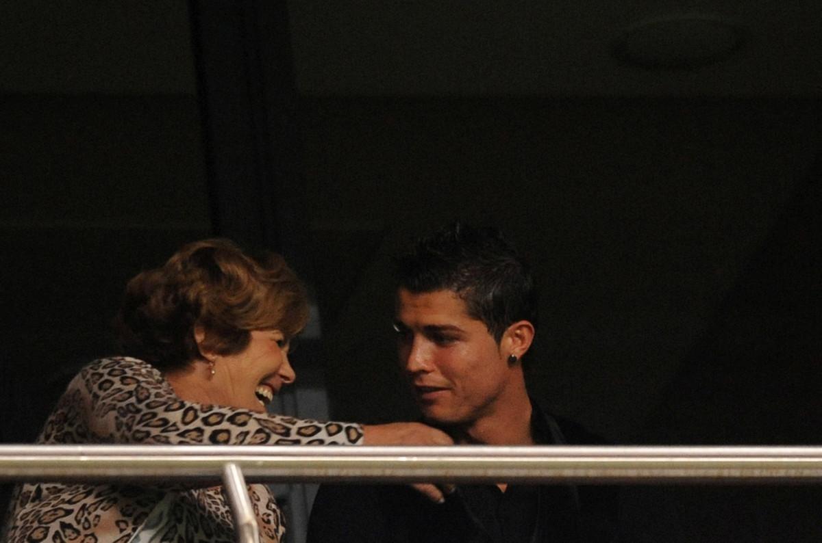 Ore di ansia per Cristiano Ronaldo, la madre Dolores colpita da ictus