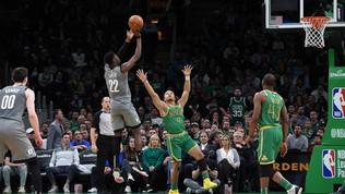 Basket, Nba: LeVert demolisce Boston con 51 punti, ok Lakers e Toronto, ko gli italiani