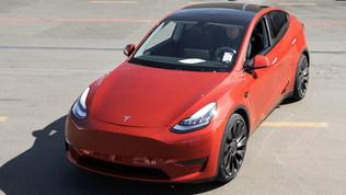 Tesla, un milione di auto prodotte: festa socialcon la Model Y
