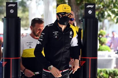 L'allarme coronavirus è arrivato anche con la F1 in Australia.