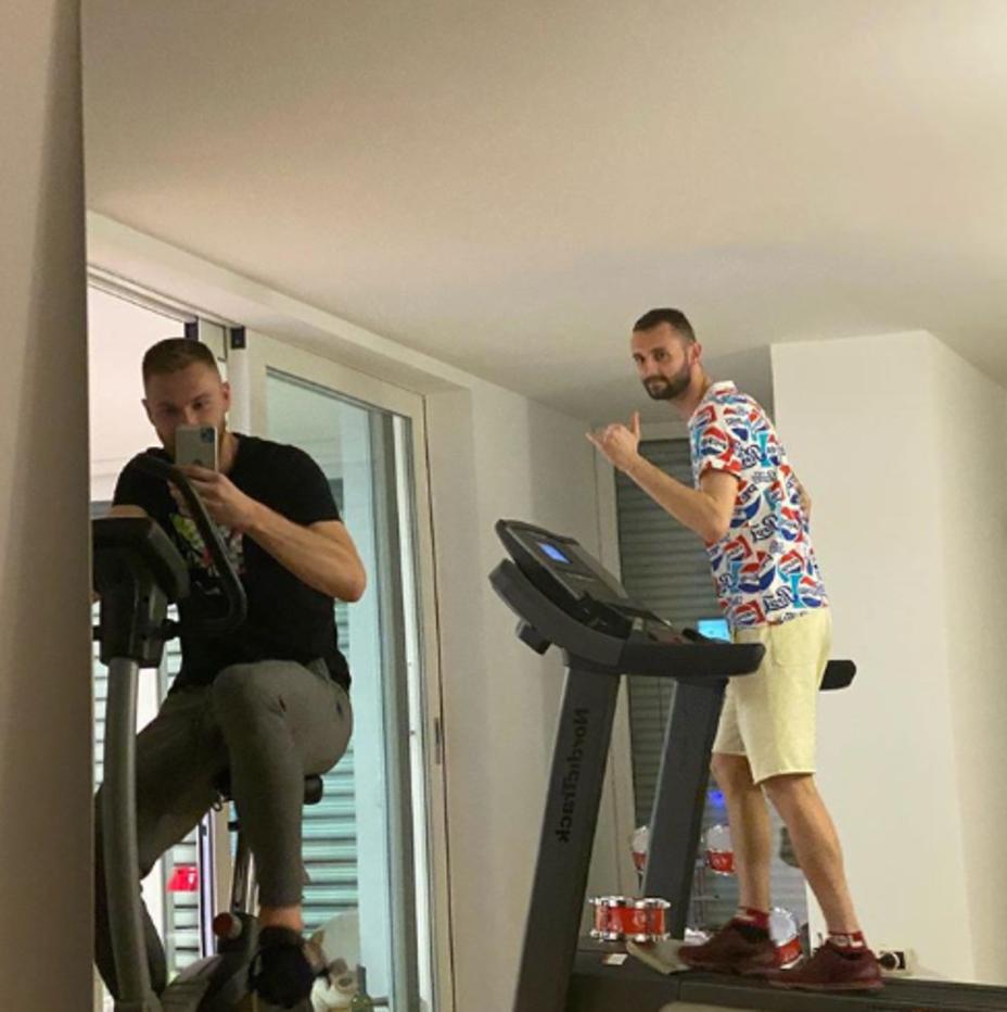 Brozovic e Skriniar (Inter) inseparabili anche a casa: allenamento sul tapis roulant