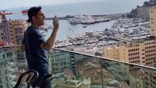 """Fabregas saluta i vicini dal balcone, la risposta è lapidaria: """"Vaffa..."""""""