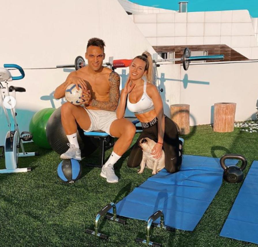 Campionato fermo, tutti in casa per il coronavirus. Ma Lautaro Martinez, attaccante dell'Inter, e la fidanzata Agustina Gandolfo non rinunciano ad allenarsi.