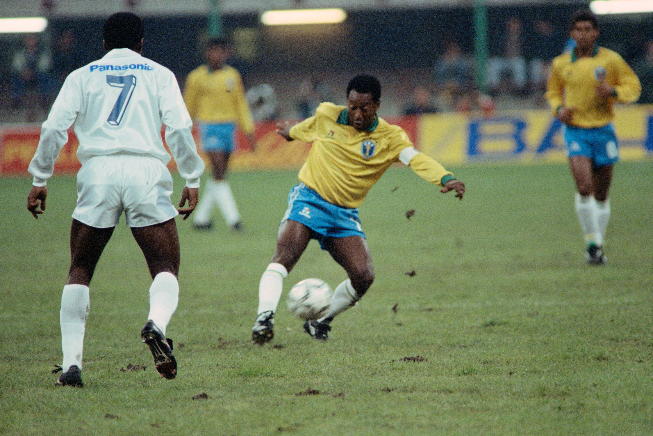 5) Pelé