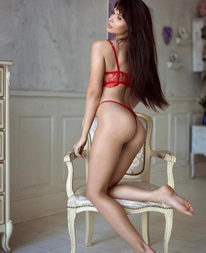 """Maria Liman, modella russa tifosa del Chelsea diventata famosa durante i Mondiali 2018, ha lanciato un appello su Instagram: """"La bella addormentata sta cercando un principe. Dov'è questo coraggioso uomo che mi aiuterà a sconfiggere il virus?""""."""