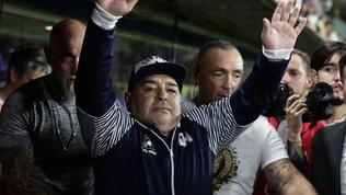 """Anche Maradona si taglia lo stipendio: """"Per chi è in difficoltà"""""""