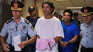 Ronaldinho: primo mese in carcere, ma la luce è ancora lontana