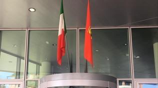 Bandiere a Maranello: la Ferrari festeggia la vittoria virtuale
