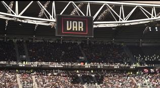 No alla Serie A senza VAR: si riparta con regole uguali