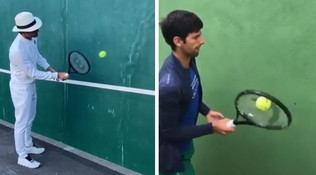 """Palleggi al muro, Nole accetta la sfida di Roger: """"Abbastanza bene?"""""""