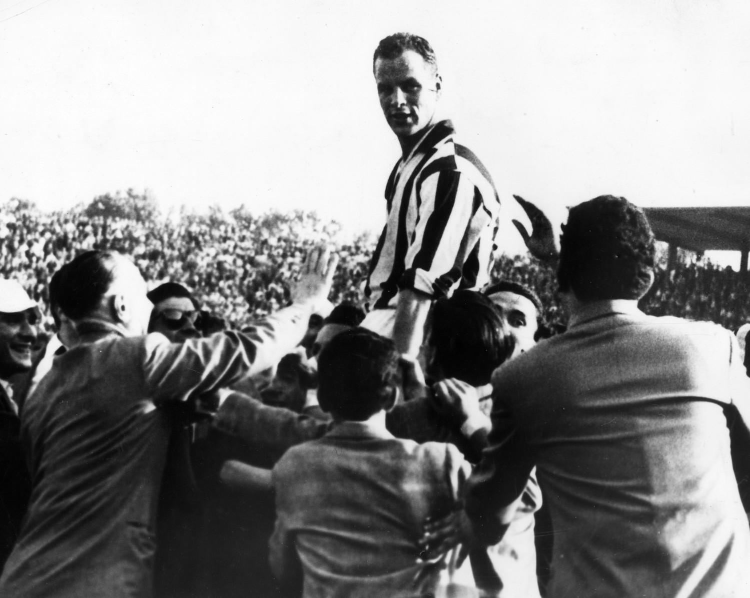 John Charles portato in trionfo nel 1958, l'anno della prima stella