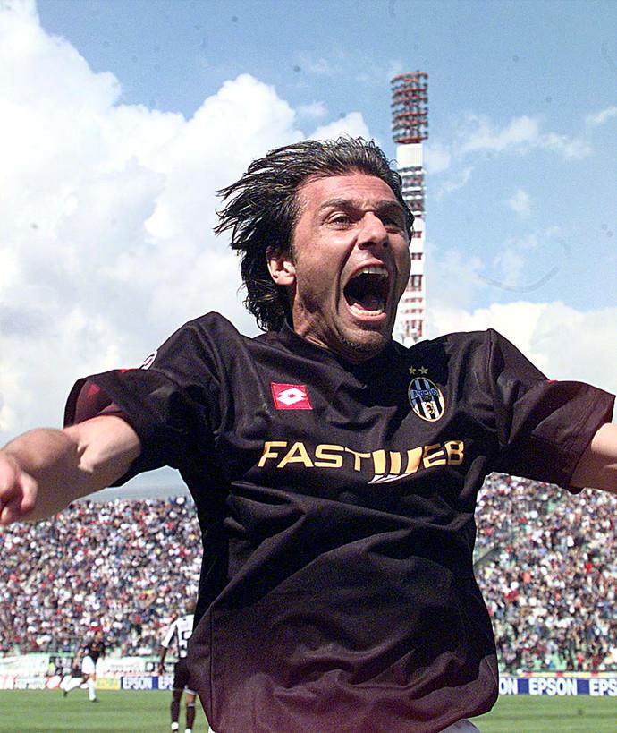 Conte festeggia lo scudetto il 5 maggio 2002