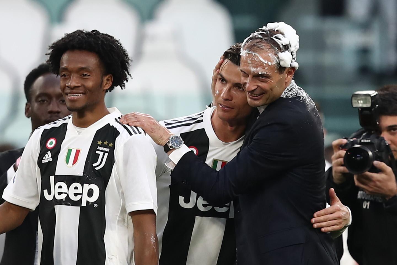 Cristiano Ronaldo festeggia lo scudetto 2019, l'ultimo dell'era Allegri