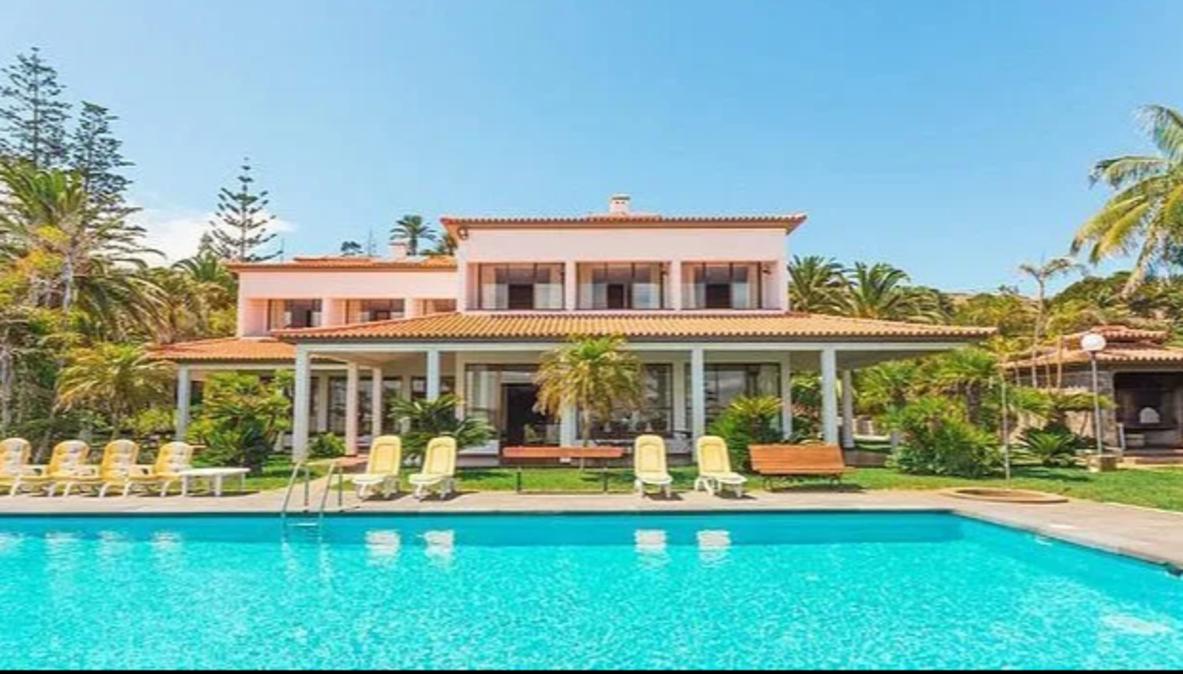 Ecco le foto della villa(affitto da 4.000 euro a settimana) aCaniçal in cui Cristiano Ronaldo sta allenandosi in Portogallo in vist...