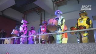 Giappone, i tifosi sono robot con tanto di tamburi e striscioni