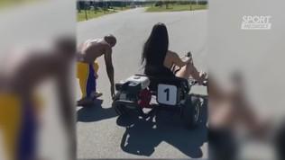 Douglas costa, sfida di velocità con la fidanzata sul kart