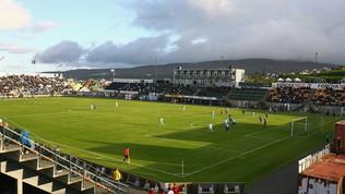 No sputi e soffiate di naso e pallone disinfettato: si gioca nelle Faroe