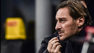 """Roma, bufera su Totti: """"Mio figlio alla Lazio? Ci penserei..."""""""