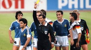 """L'arbitro: """"Maradona? Dovevo buttarlo fuori prima del fischio d'inizio"""""""