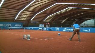 Tennis, il match al coperto è sospeso per... pioggia
