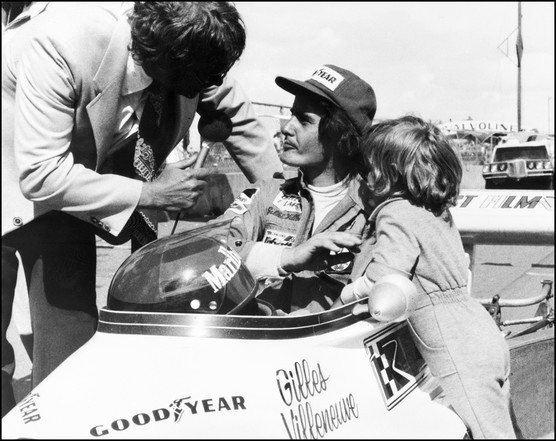 Trentotto anni fa, sabato 8 maggio 1982, <strong>Gilles Villeneuve</strong> perdeva la vita a&nbsp; Zolder nel corso delle prove ufficiali del Gran Premio del Belgio che seguiva quello di San Marino a Imola, segnato dallo &quot;sgarbo&quot; che il canadese riteneva di aver subito da parte del compagno di squadra Didier Pironi.&nbsp;<strong>Imola e Zolder</strong>: due episodi legati da un filo sottile, misterioso. Sessantotto gran premi e sei successi sono bastati ad aprire a Villeneuve le porte di una dimensione riservata a pochissimi; quella del mito.<br /><br />
