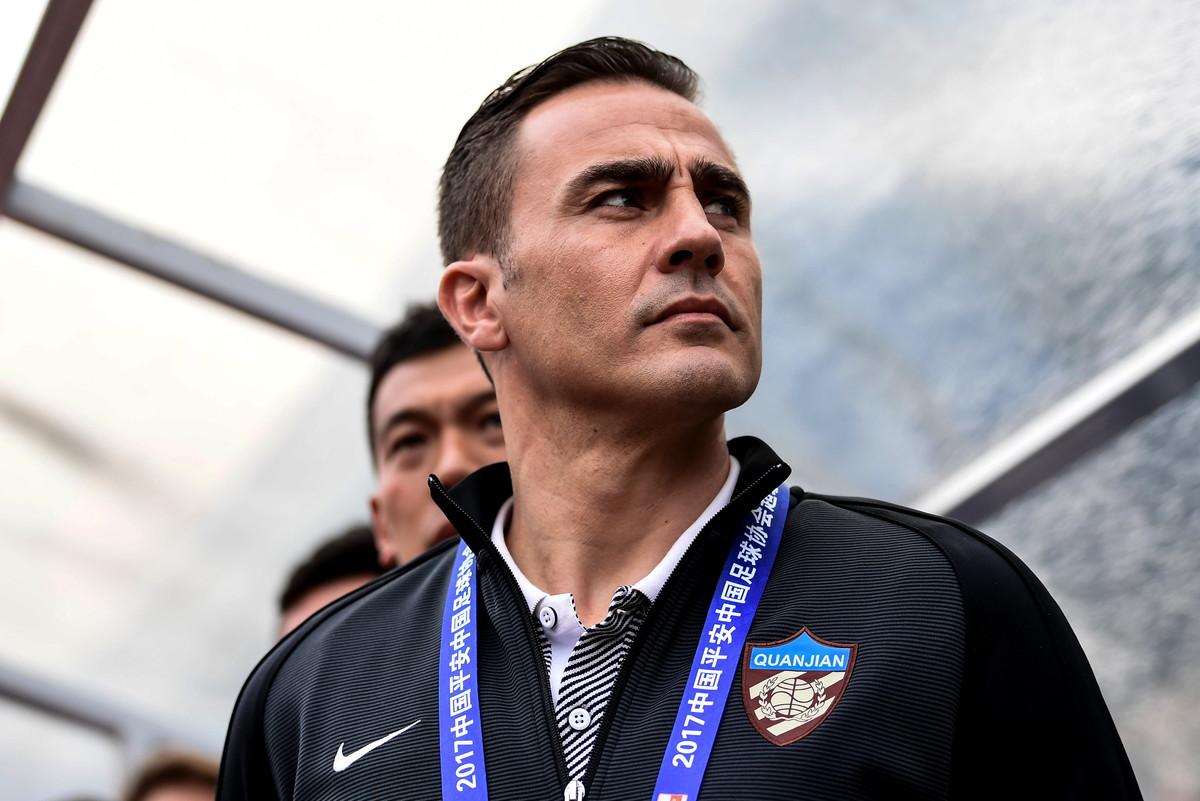 Ha allenato il Tianjin nella stagione 2016-17 prima di passare al Guangzhou Evergrande