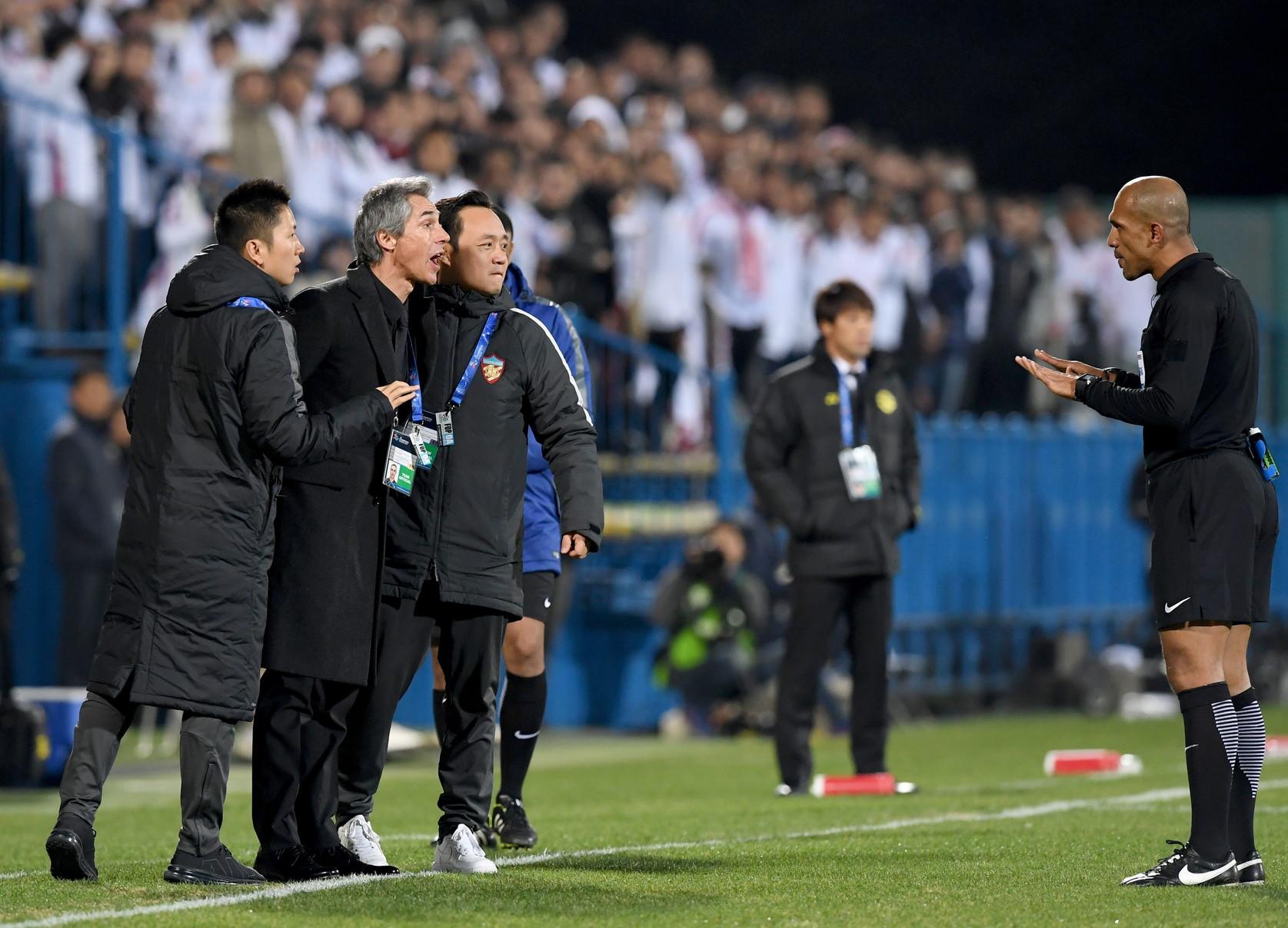 Ha allenato il Tianjin nel 2017-18 dopo la fine dell'avventura alla Fiorentina