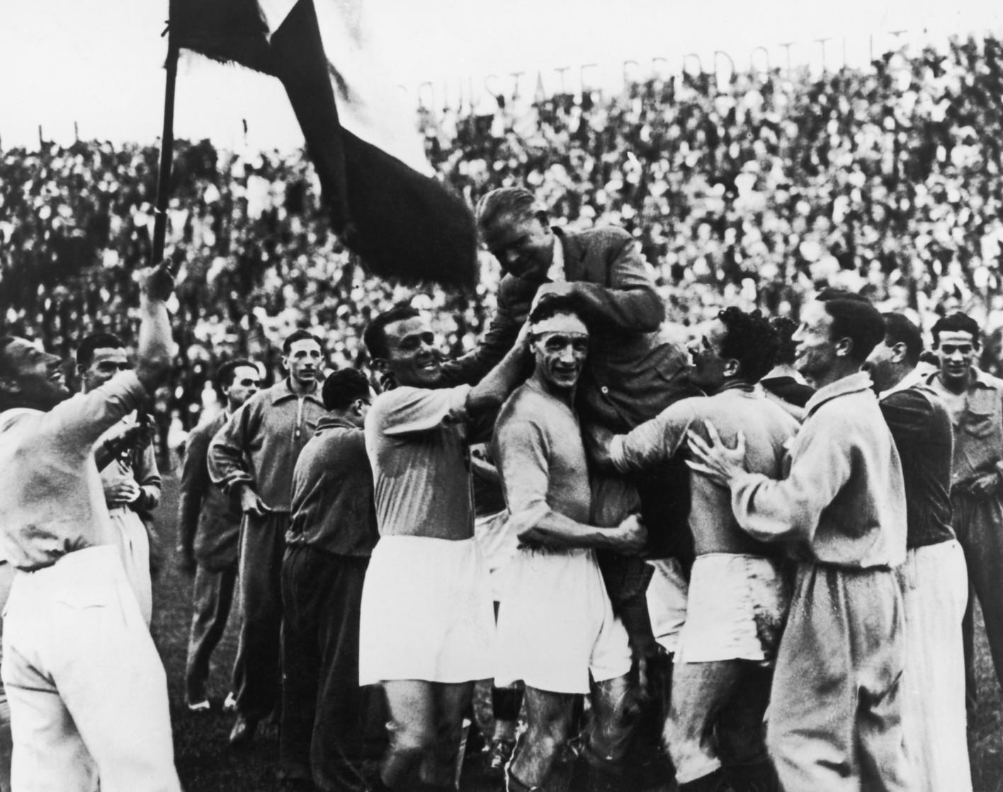 Esultanza con Pozzo per i Mondiali vinti nel 1934
