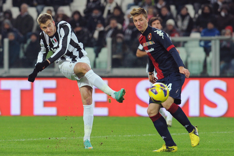 """Rrëfimet e Bendtner: """"Kam humbur rreth 6 milion euro duke luajtur poker"""""""