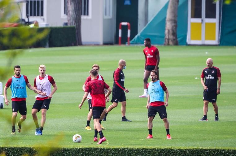 Giornata di lavoro intenso a MIlanello, dove Stefano Pioli ha diretto gli allenamenti di gruppo. Dopo i controlli all'ingresso del centro sportivo...