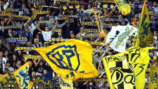 Vince il derby e vola in A: 30 anni fa la prima promozione del Parma
