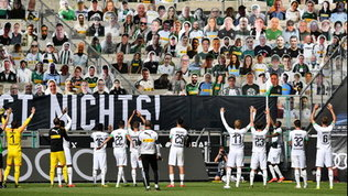 Monchengladbach, poker all'Union e festa con i... cartonati