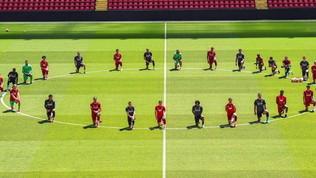 """Liverpool, tutti in ginocchio per Floyd: """"L'unità è forza"""""""
