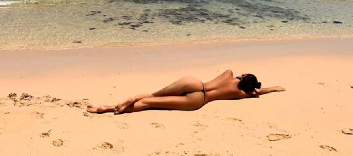 Erjona Sulejmani, ex di Blerim Dzemaili, su Instagram regala un assaggio di estate e mette in mostra lo splendido corpo in spiaggia.
