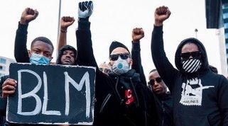 Depay e Mings contro il razzismo: in piazza per George Floyd