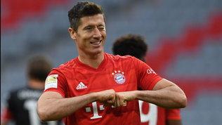 Lewandowski più forte che mai: 44 gol in stagione, vola verso la Scarpa d'oro