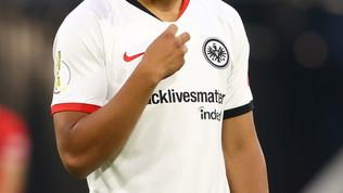 Eintracht in campo con maglia #blacklivesmatter