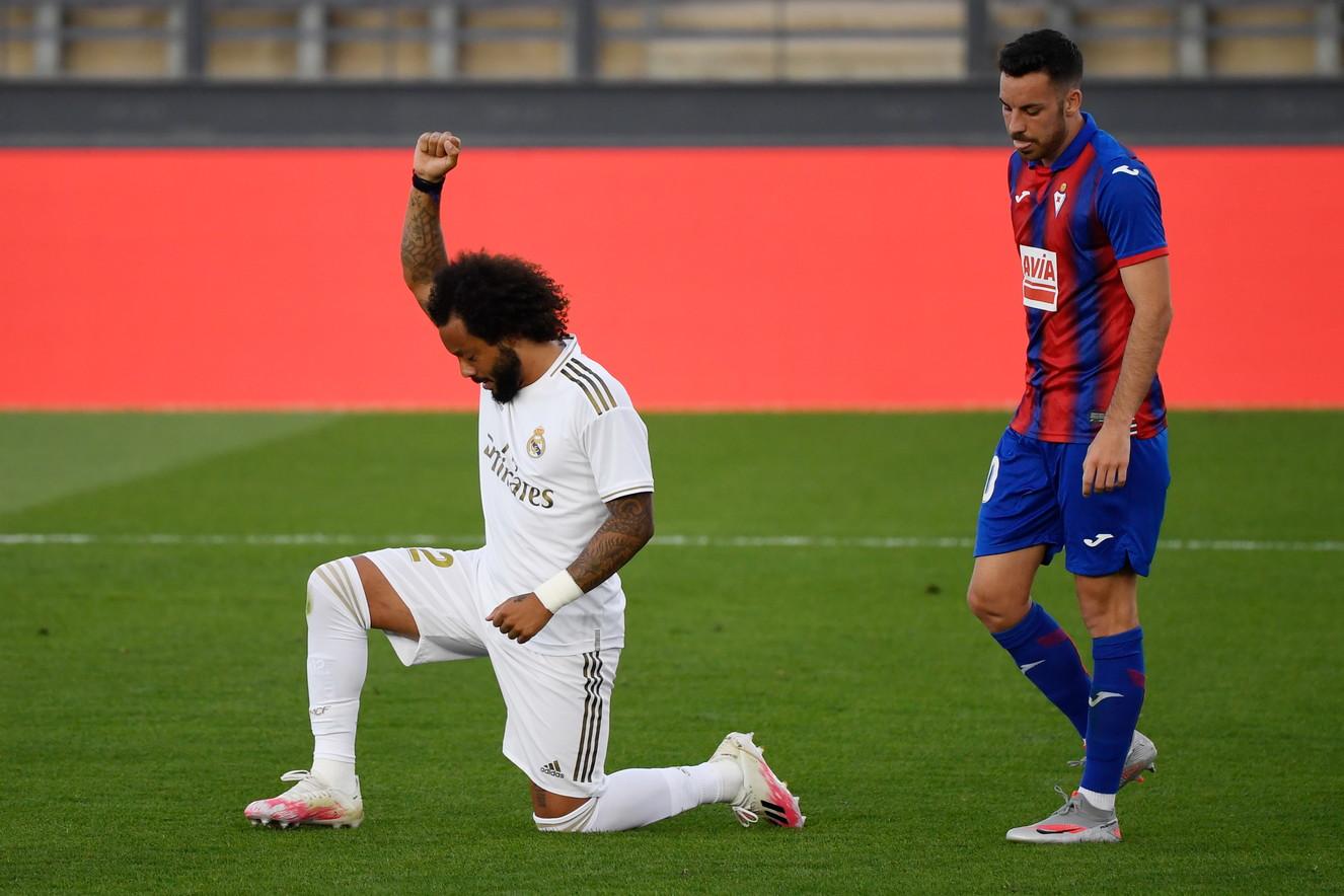 Il brasiliano si è inginocchiato al minuto 37 di Real Madrid-Eibar, dopo aver realizzato la rete del momentaneo 3-0