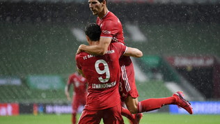 Il solitoLewa stende ilWerder: festa Bayern per l'8°Meisterschaledi fila