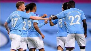 Il City rinvia la festa Reds: disastro David Luiz, l'Arsenal crolla