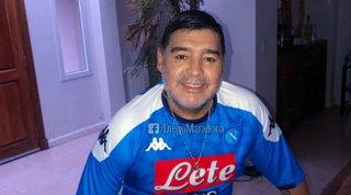"""Maradona torna a indossare la maglia del Napoli:""""Orgoglioso di voi"""""""
